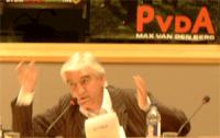 Max van den Berg met PvdA-logo