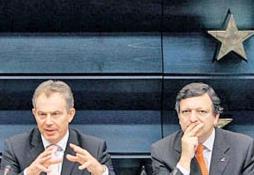 Tony Blair en José Barroso. Foto: AP
