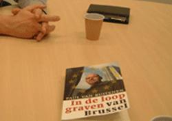 Het boek In de loopgraven van Brussel van Paul van Buitenen